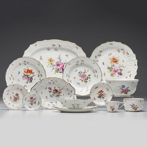Meissen Porcelain Dinner Service, Neu Brandenstein